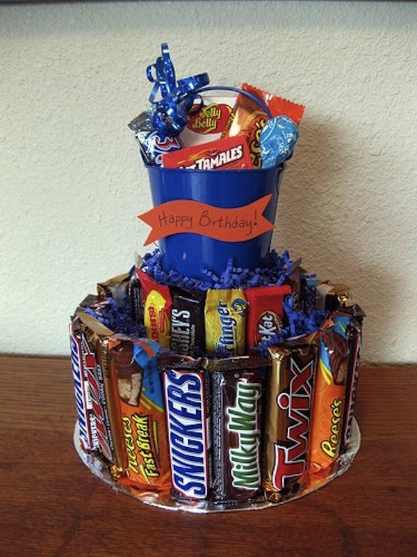 Поделка на день рождения из сладостей своими руками