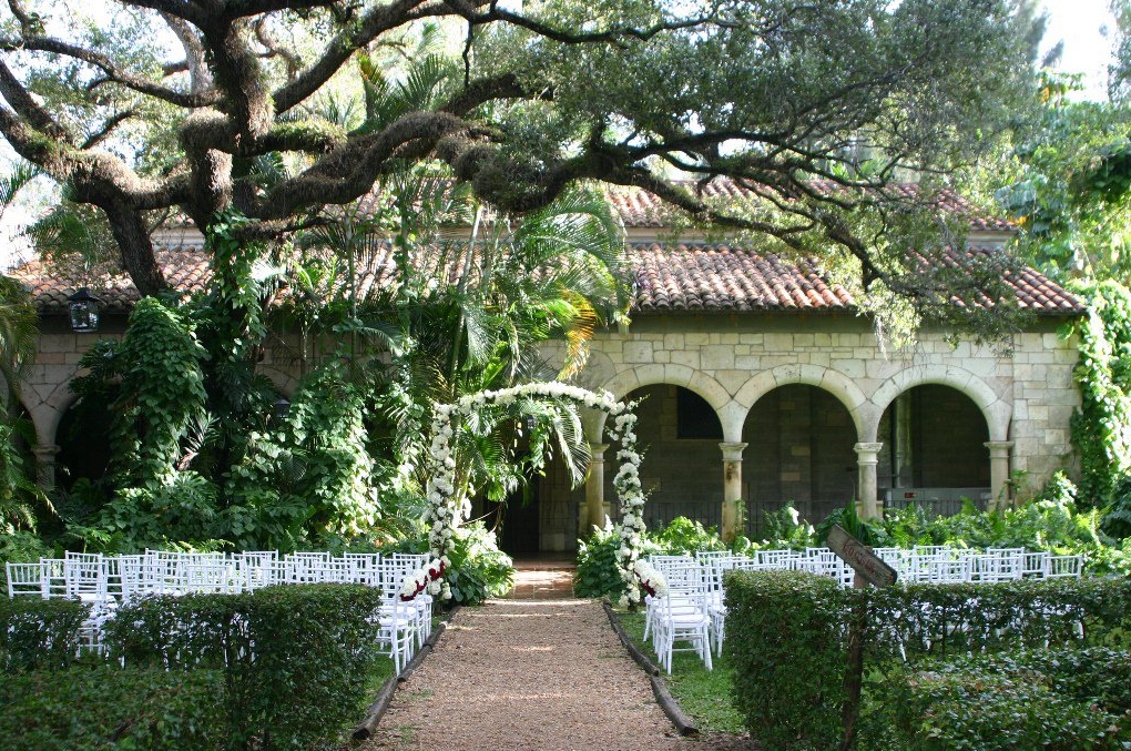 6 outdoor wedding venues in florida the celebration society for Beautiful gardens to get married in
