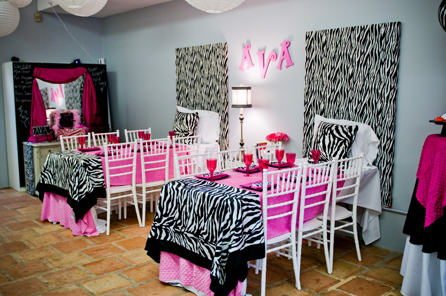 Pink and zebra print daytime slumber party the for Animal print decoration party