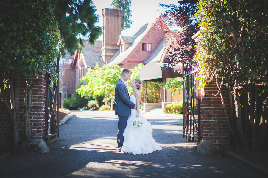 Tacoma_Washington_Wedding_TheWeyerhaeuserEstate_GenesaRichardsPhotography_occasionsonline_012