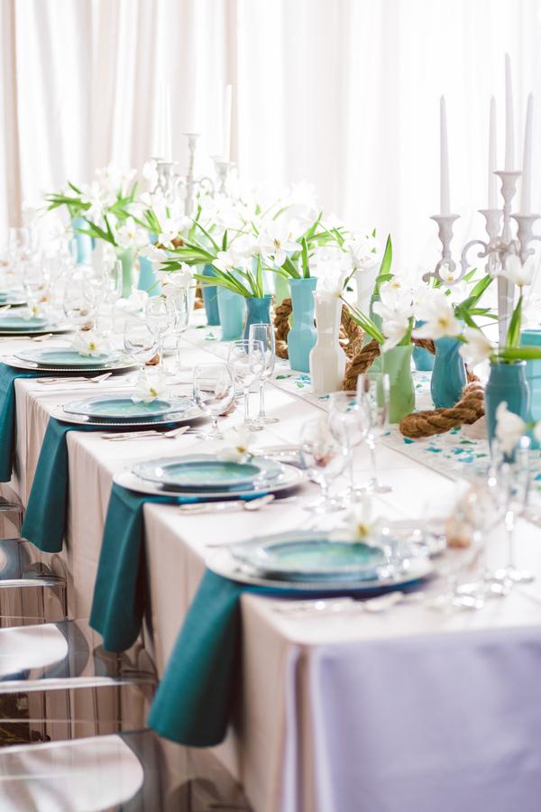 Elegant beach decor for destination wedding occasions for Classy beach decor