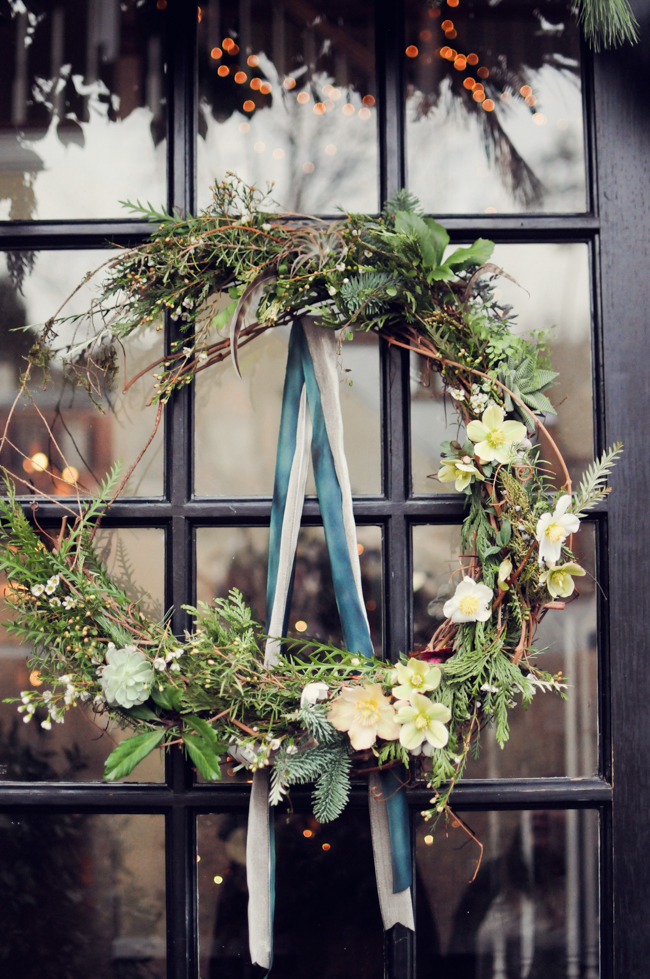 How to Create a Natural Wreath for the Holidays