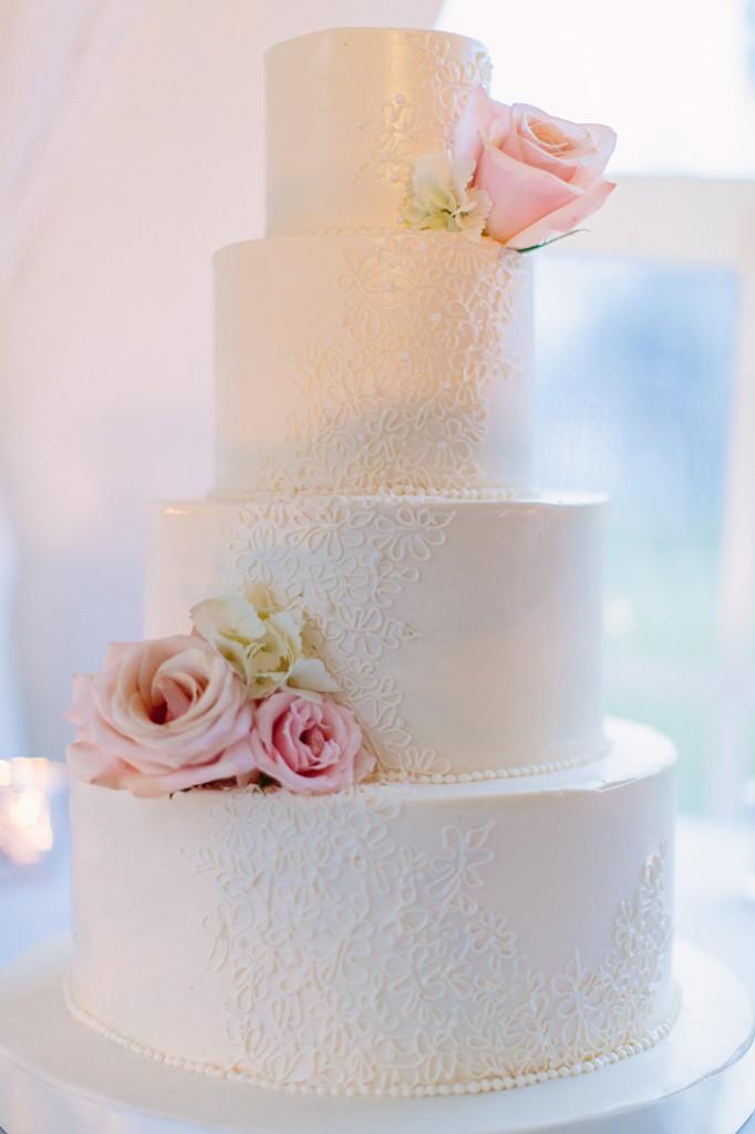 The dreamiest wedding cake