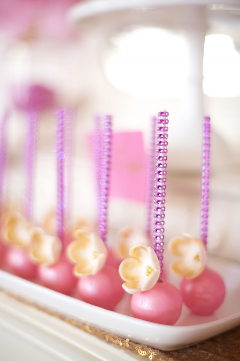 Pretty 80s Girly Party Decorations