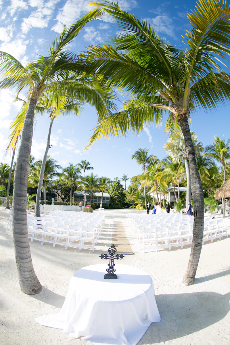 Tropical destination wedding at the cheeca lodge for Best small wedding destinations