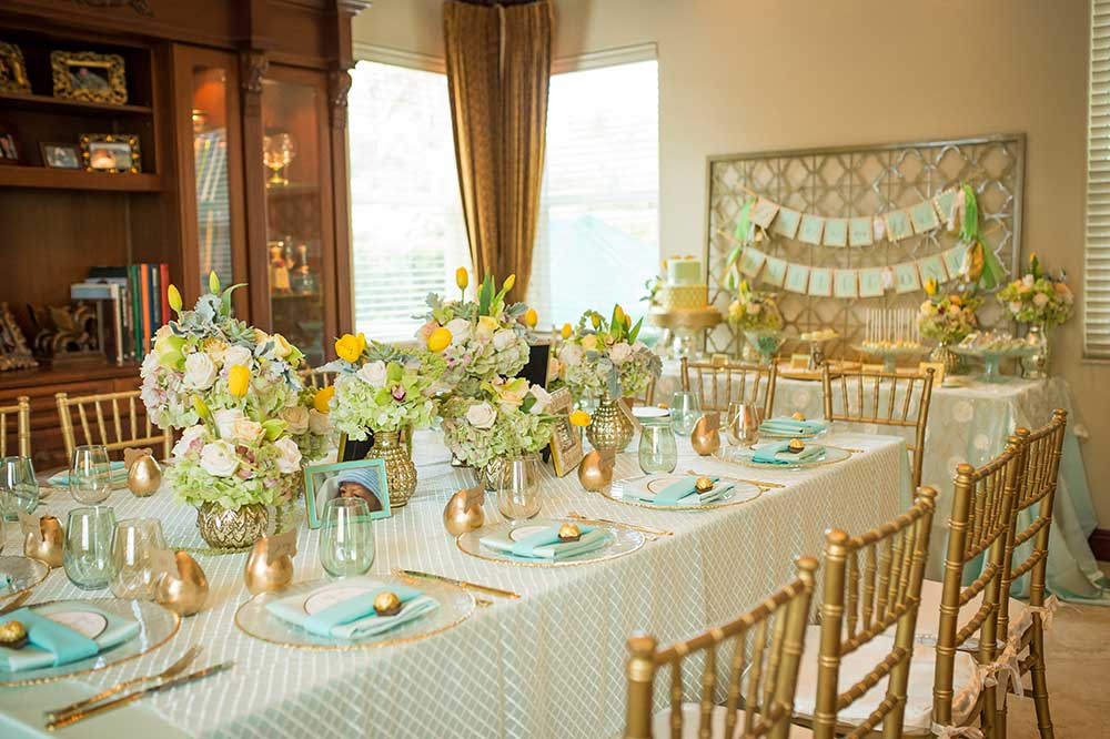 Dining-Room-Dinner-Party-with-Gold-Chiavari-Chairs