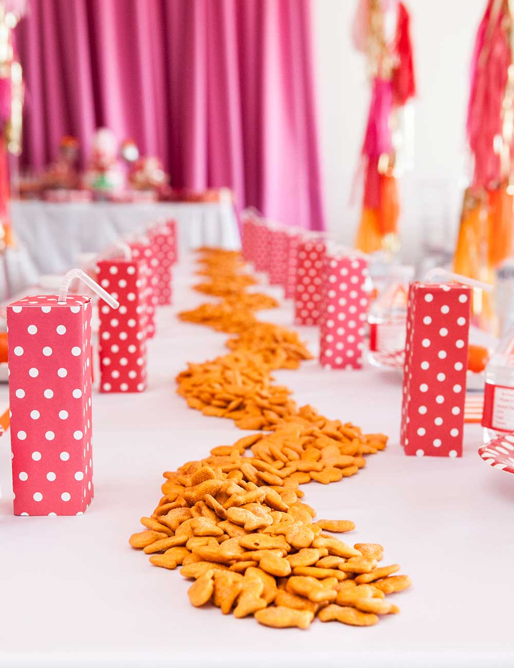 Goldfish-Cracker-Table-Runner