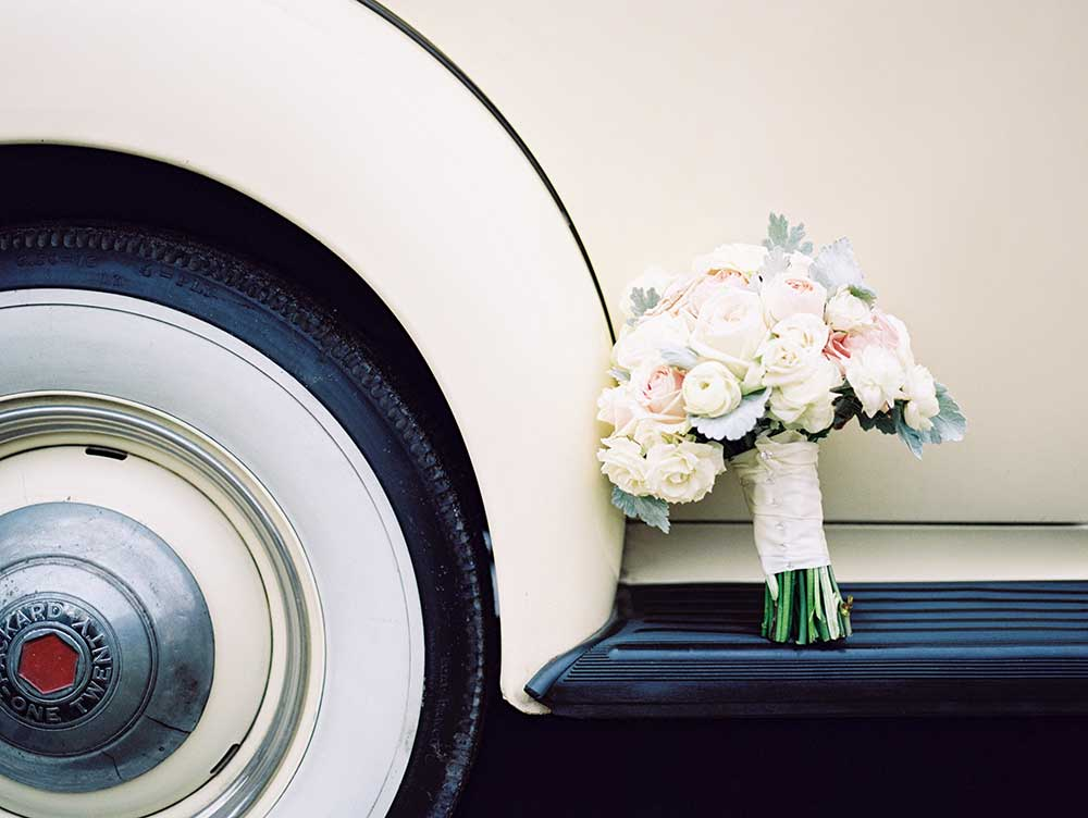 Traditional-Bridal-Bouquet-with-Vintage-Car