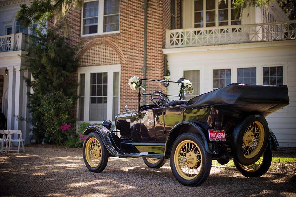 Vintage-Newlywed-Getaway-Car