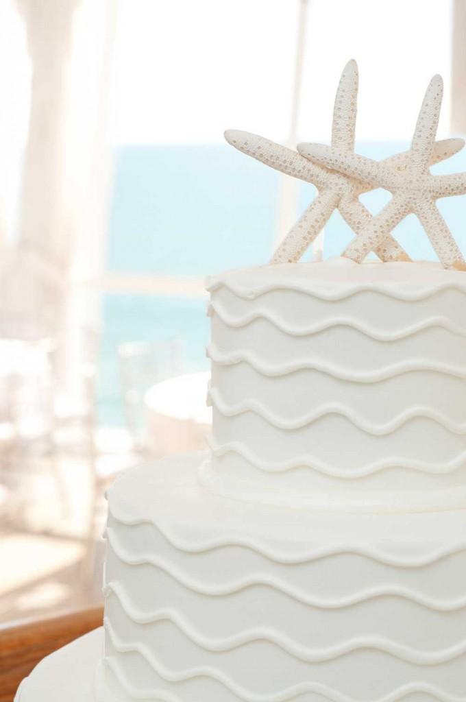 White-teired-cake-with-starfish
