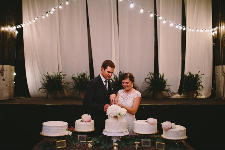 white-cakes-for-wedding