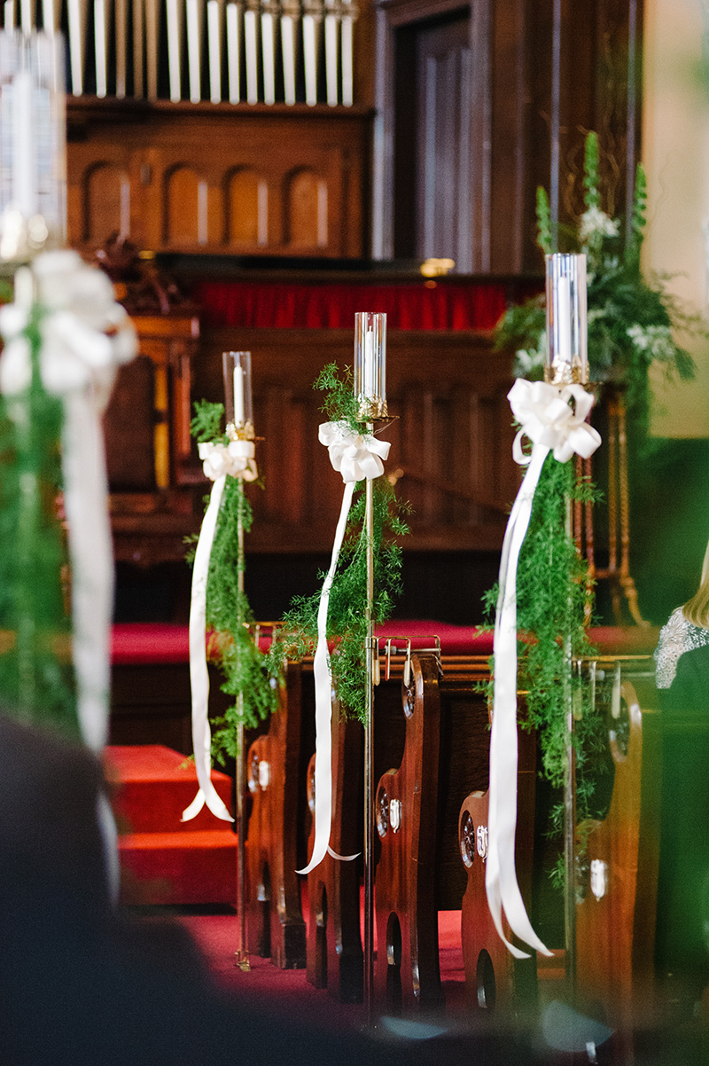 Ivy and Ivory Bow with Candle Pew Decor