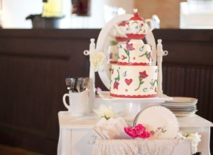 teapot cake display