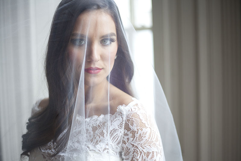 Classic Bride in Delicate Veil and Red Lipstick