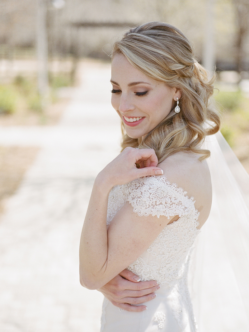 Classic Bride in Lace Wedding Dress