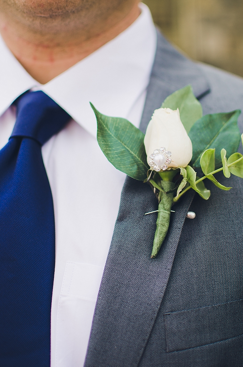 groom-white-boutonniere
