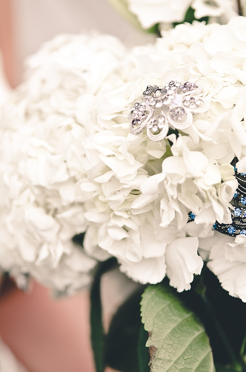 white-bouquet-rhinestones