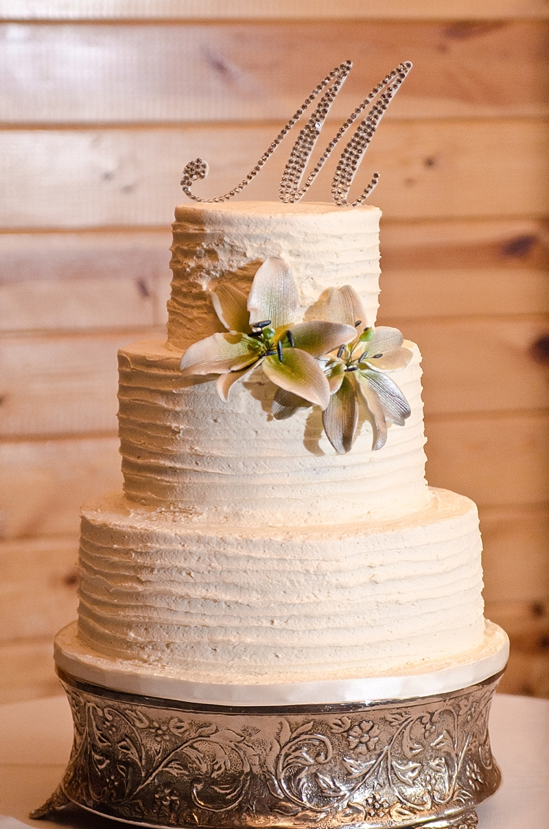 white-ruffled-wedding-cake