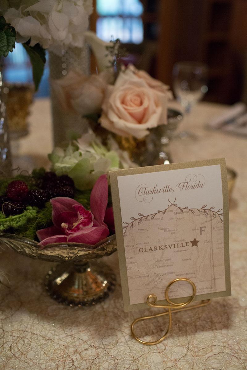 Wedding invitation with rustic feel