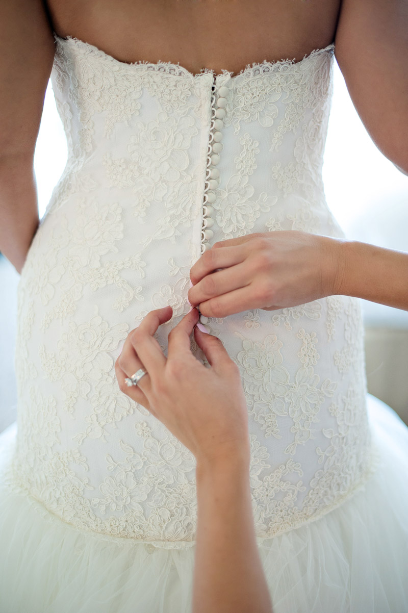 Buttoning Lace Wedding Dress