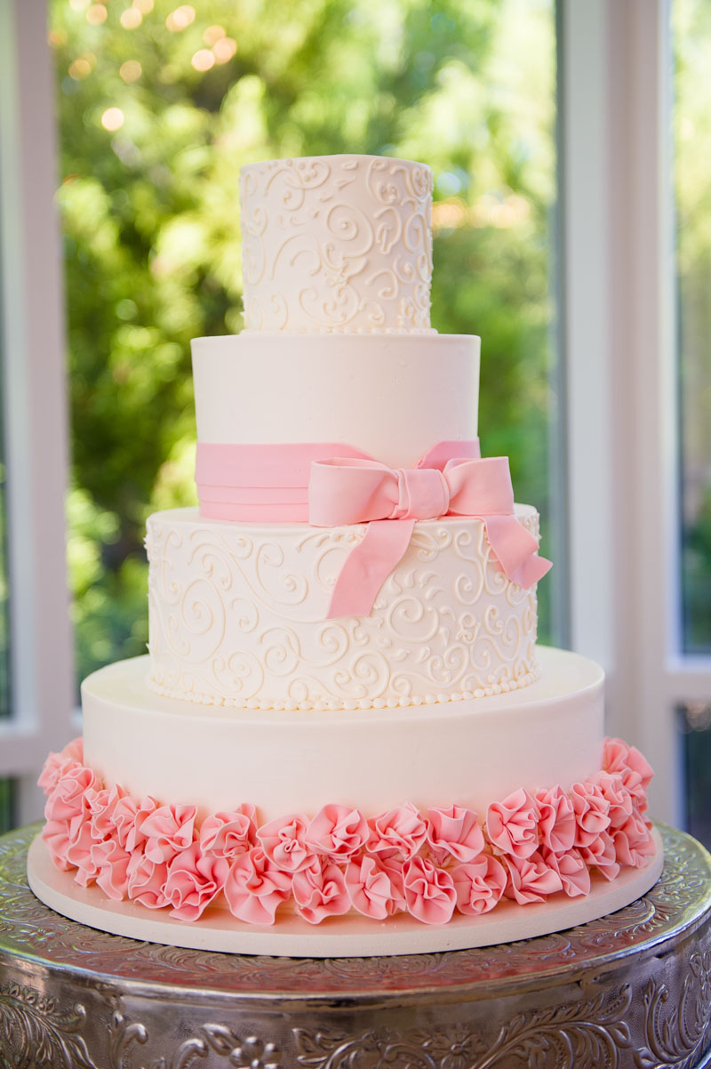 four-tier-floral-and-pipped-pink-circle-cake