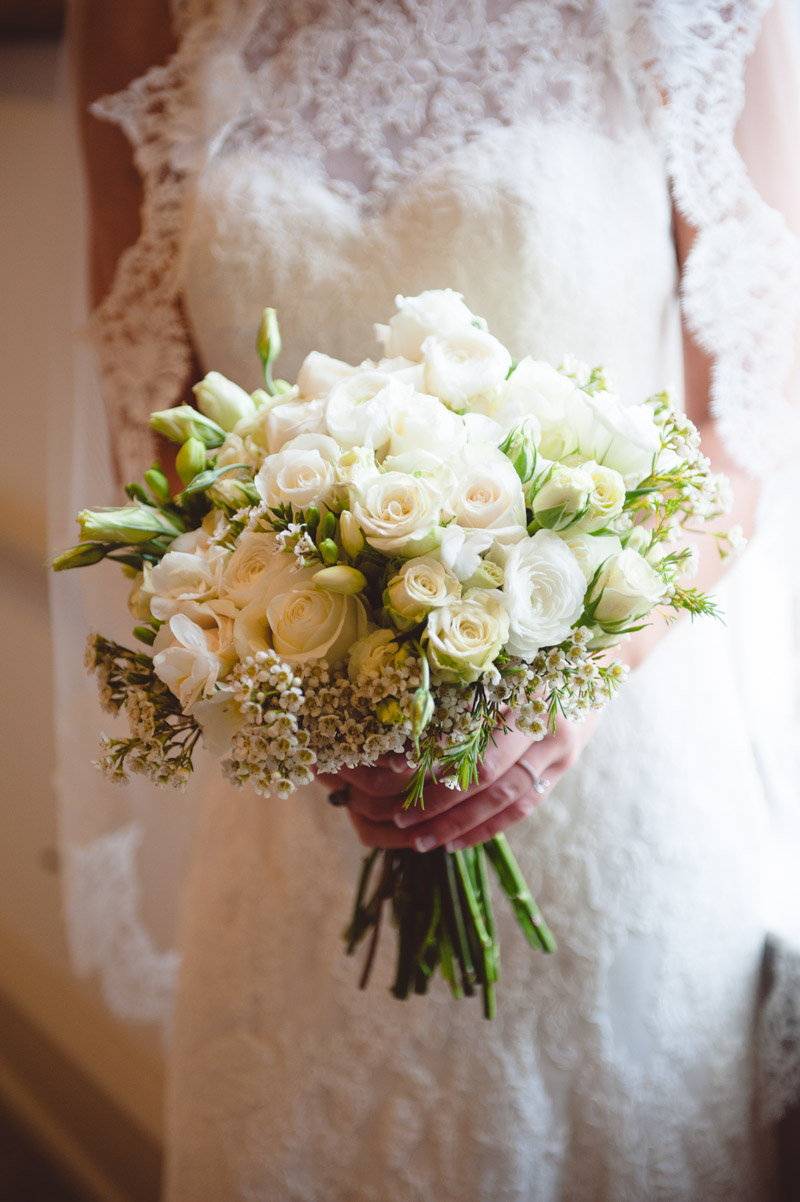 Green ivory bouquet with roses and daisies