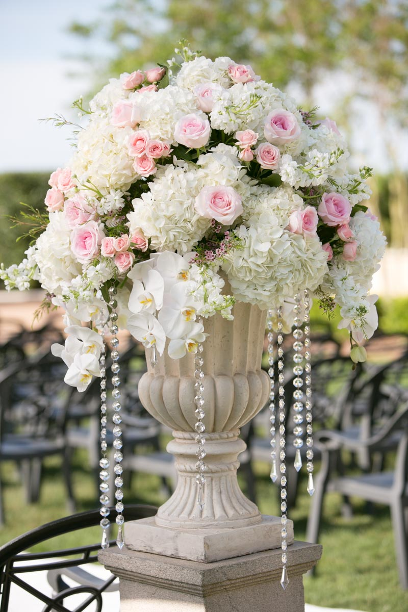 Outdoor wedding bouquet roses hydrangeas