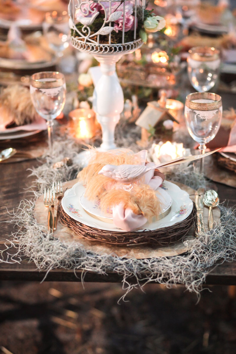 Spanish moss, nest plates, and peach feather table decor