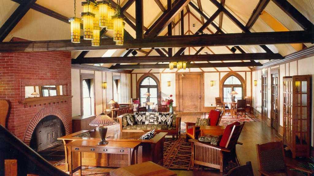 Roycroft-Inn-lounge-1024x576