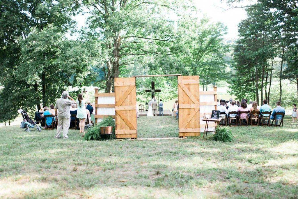 casual-barn-wedding-ceremony-holly-von-lanken-photography-11