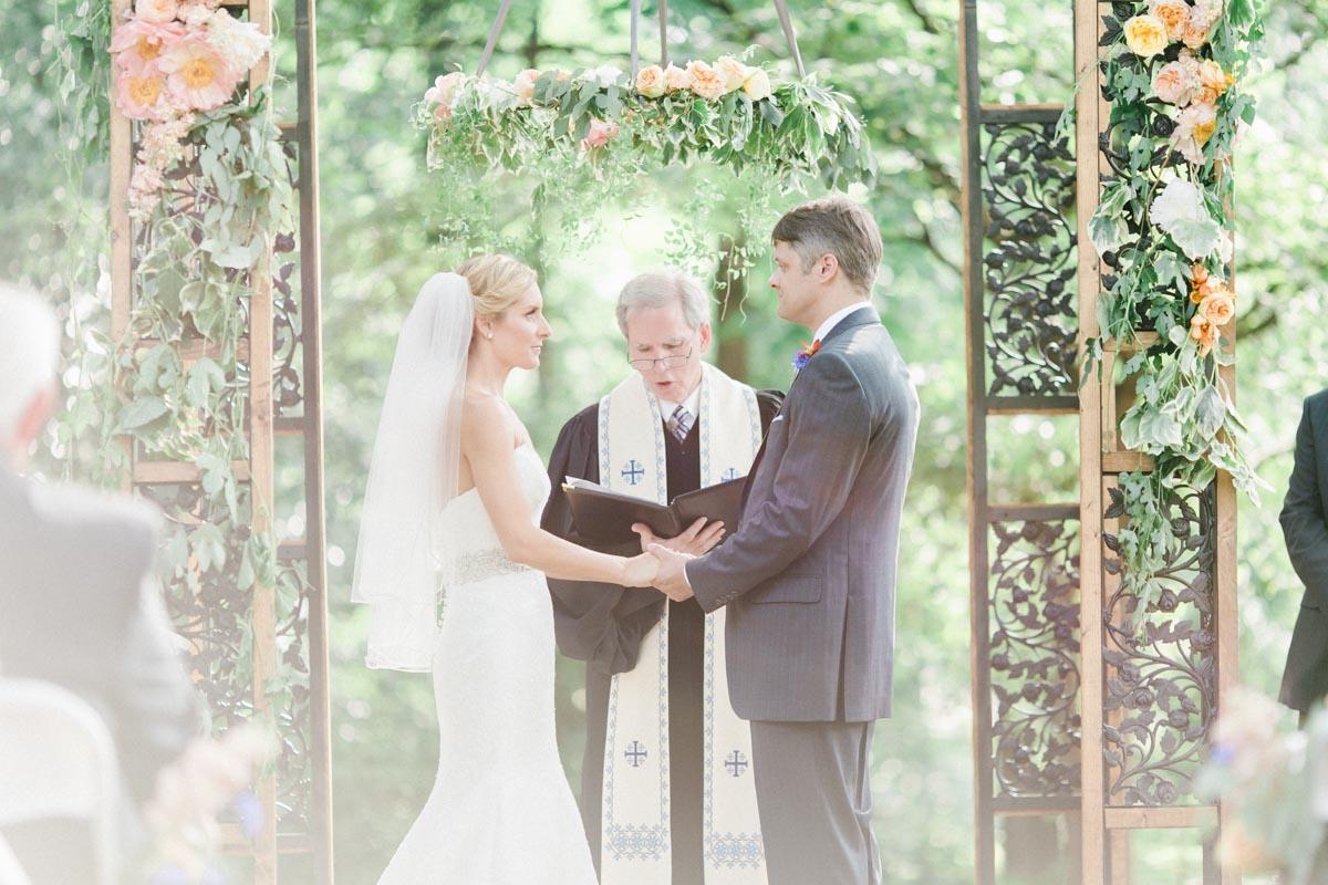 classicoutdoorwedding-ceremony