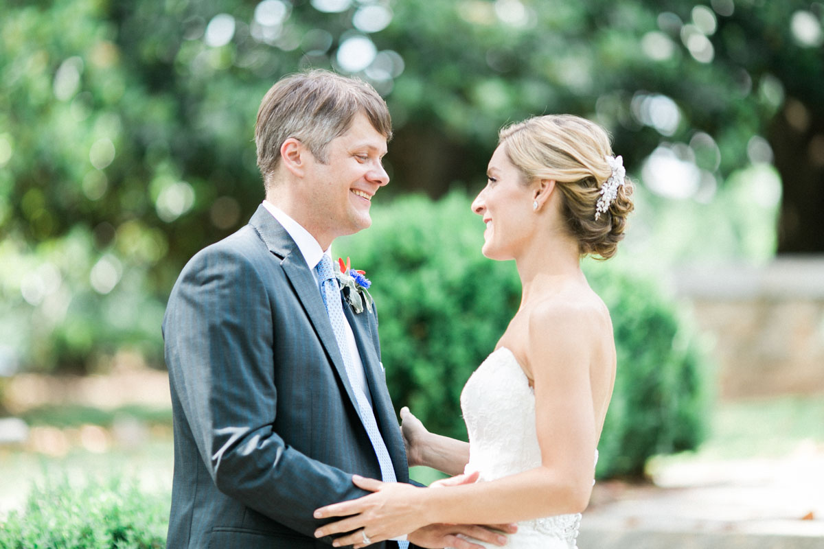 classicoutdoorwedding-couple