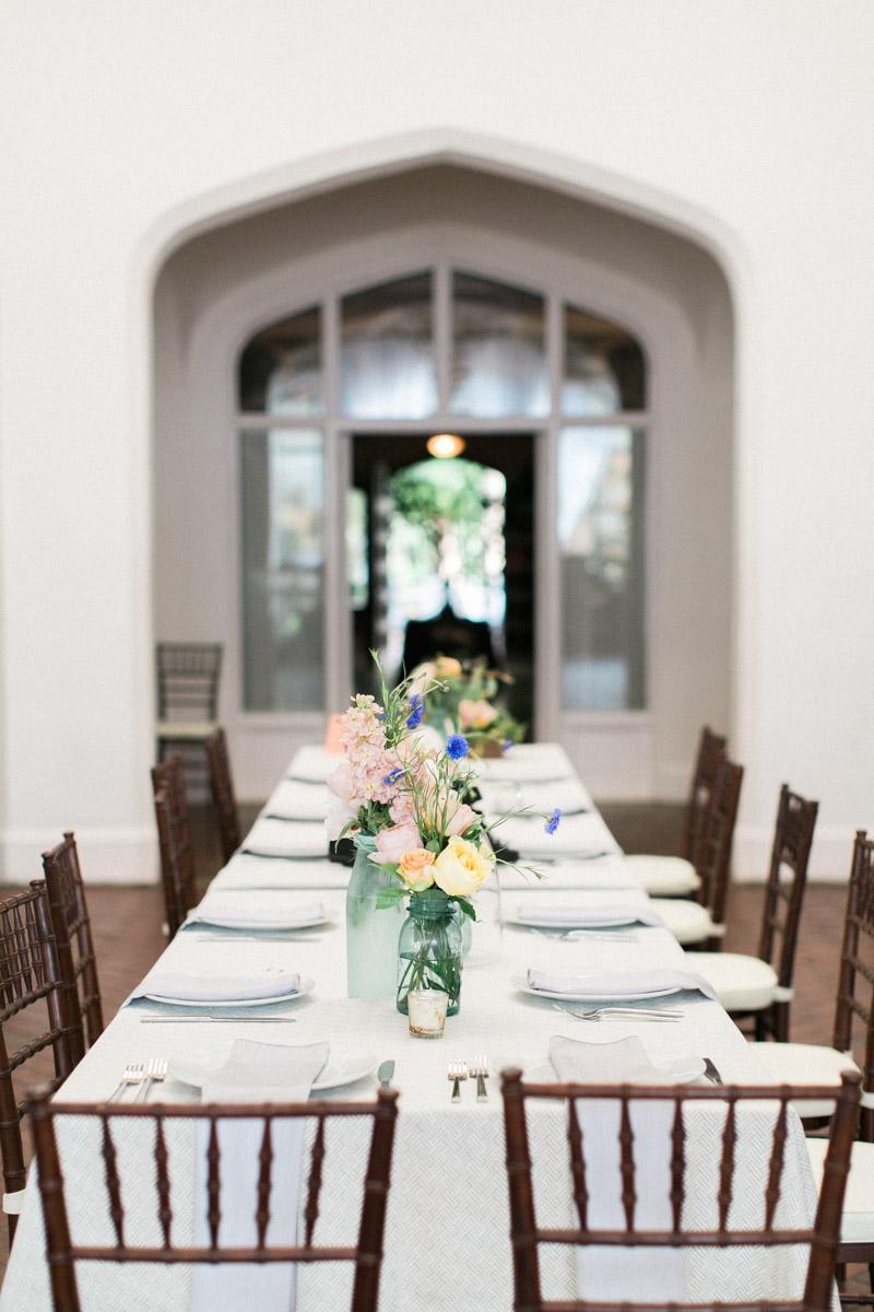 classicoutdoorwedding-reception-tablesetting