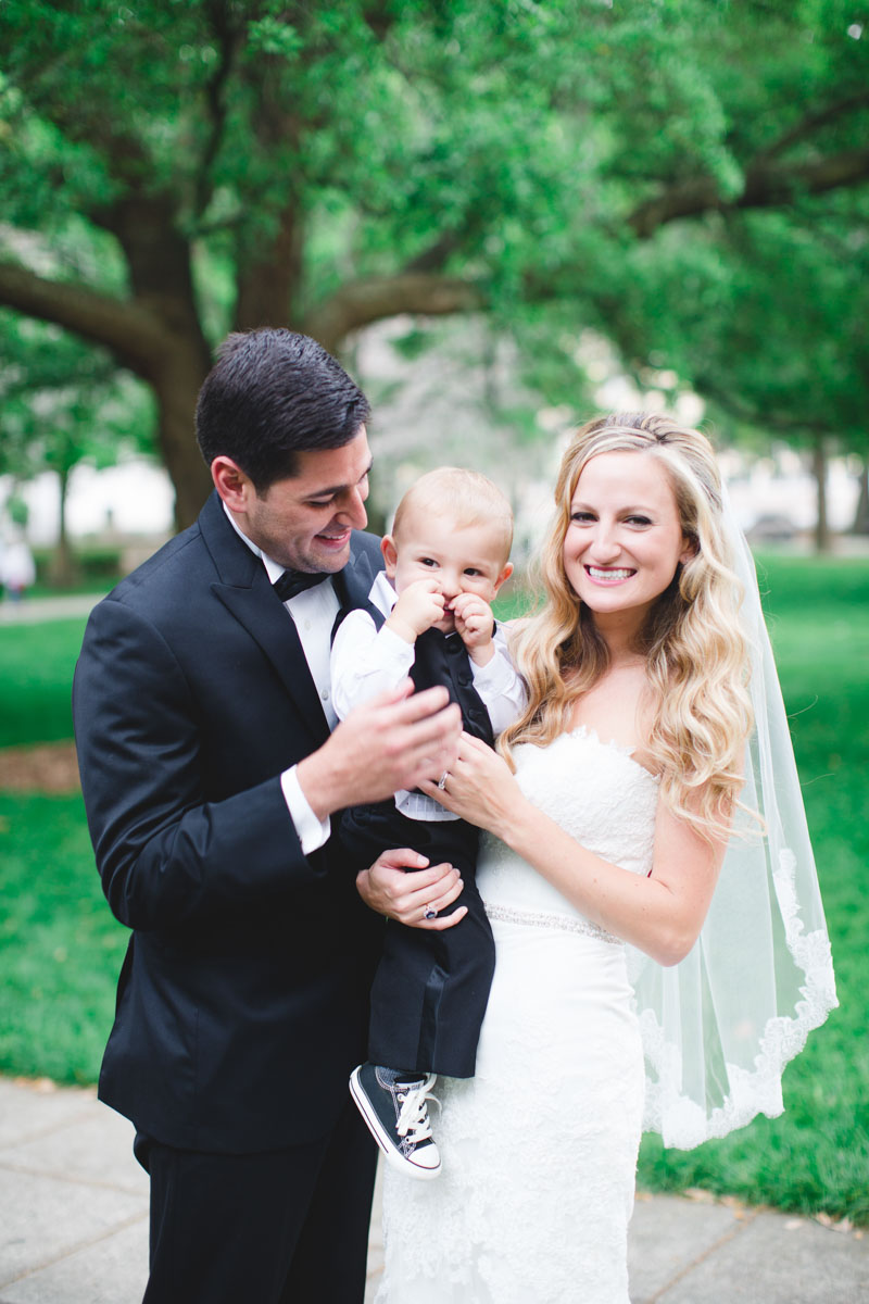 downtownsavannahwedding-couple-family
