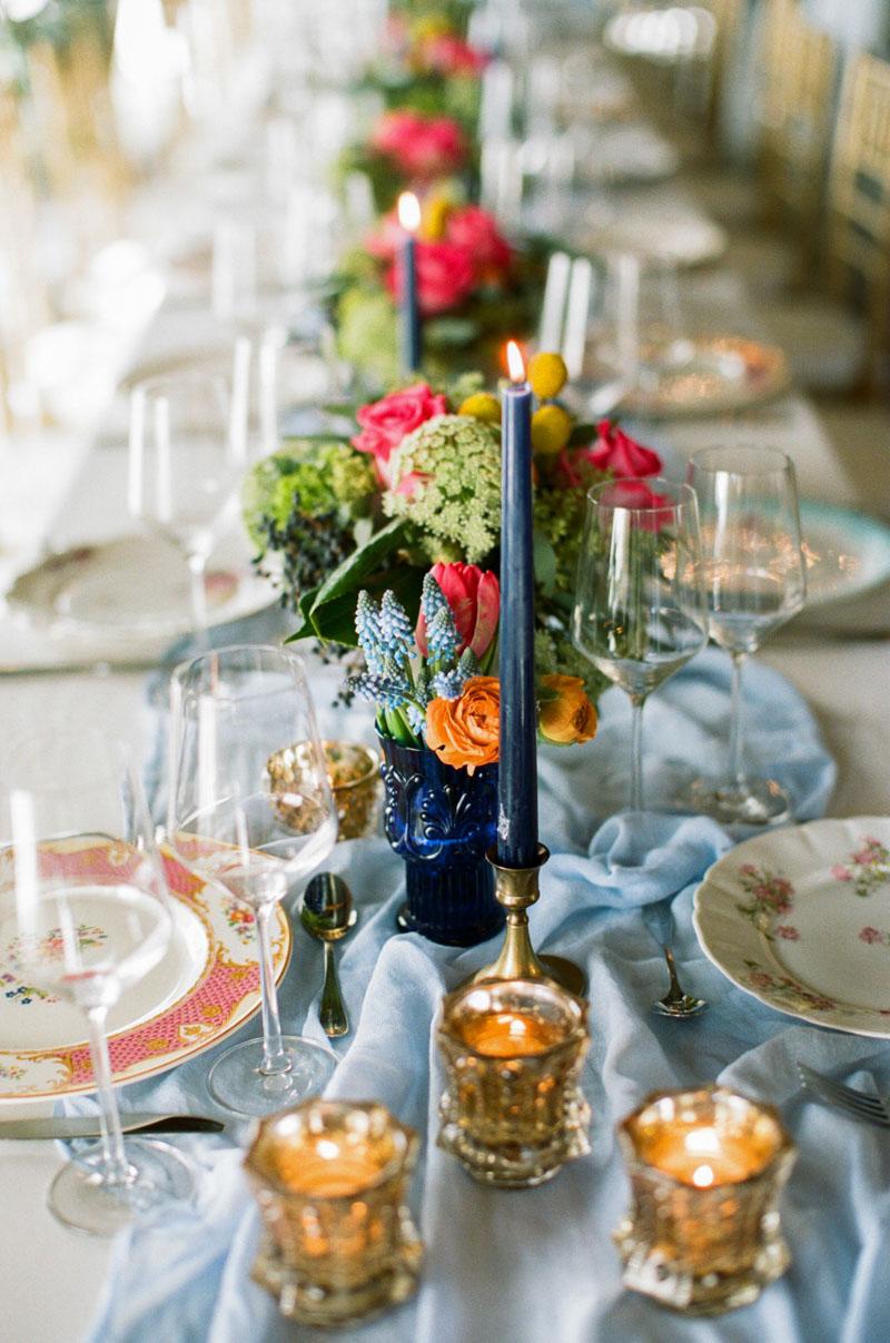 elegantwedding-floralcenterpiece-assortedplatetablesetting