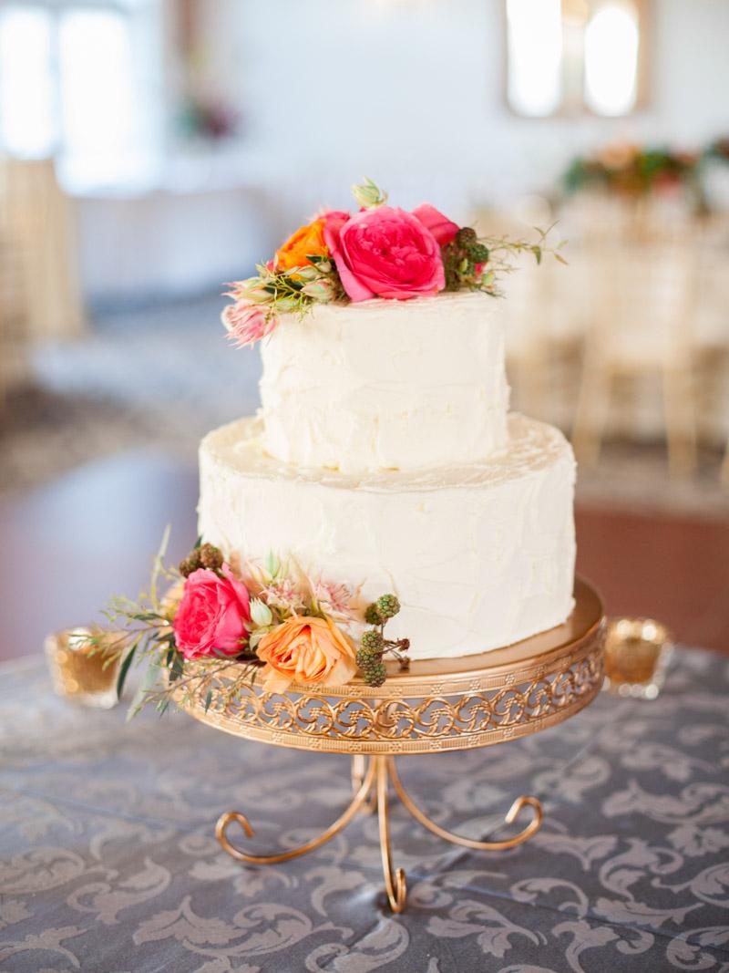 elegantwhiteweddingcake-freshforaltopper