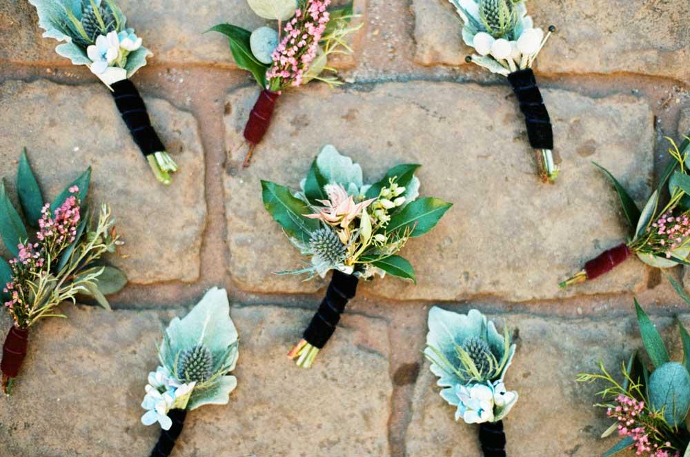 garden-wedding-groomsmen-boutonnieres