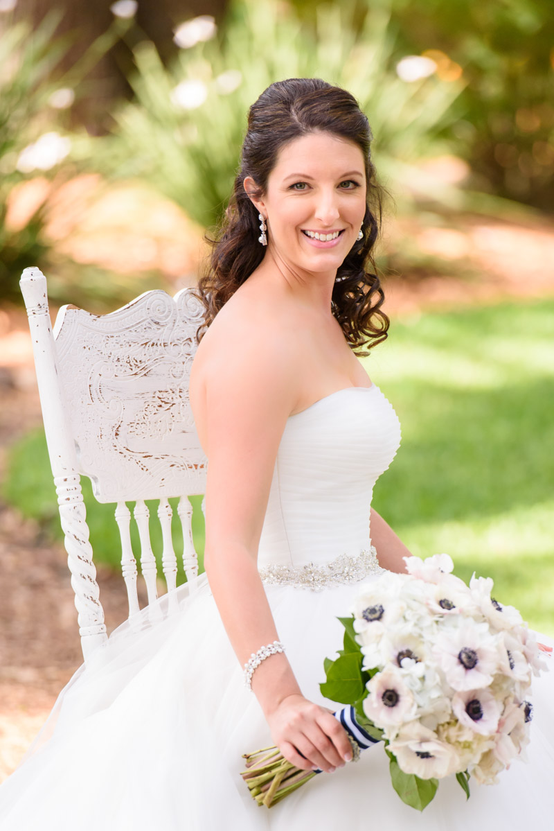 nauticalwedding-bride-whitepoppybridalbouquet