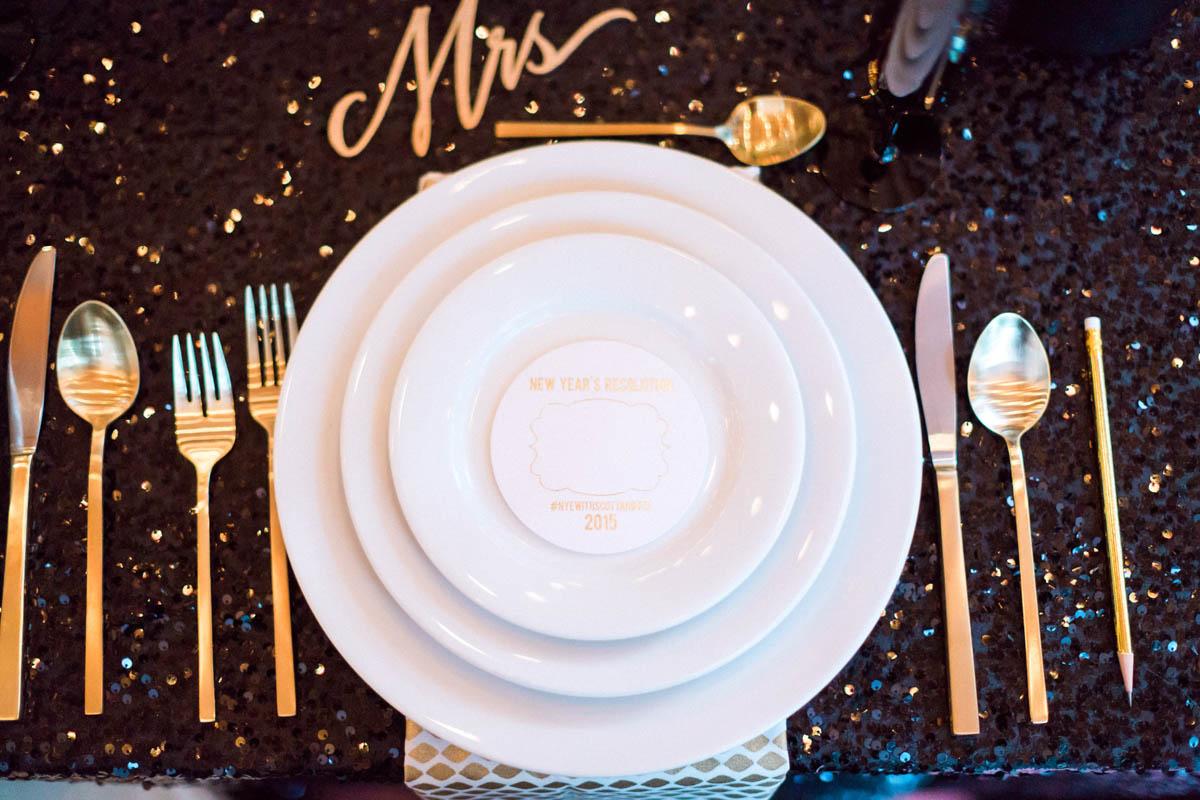 newyearsevewedding-reception-tablesetting-blacksequintablecloth