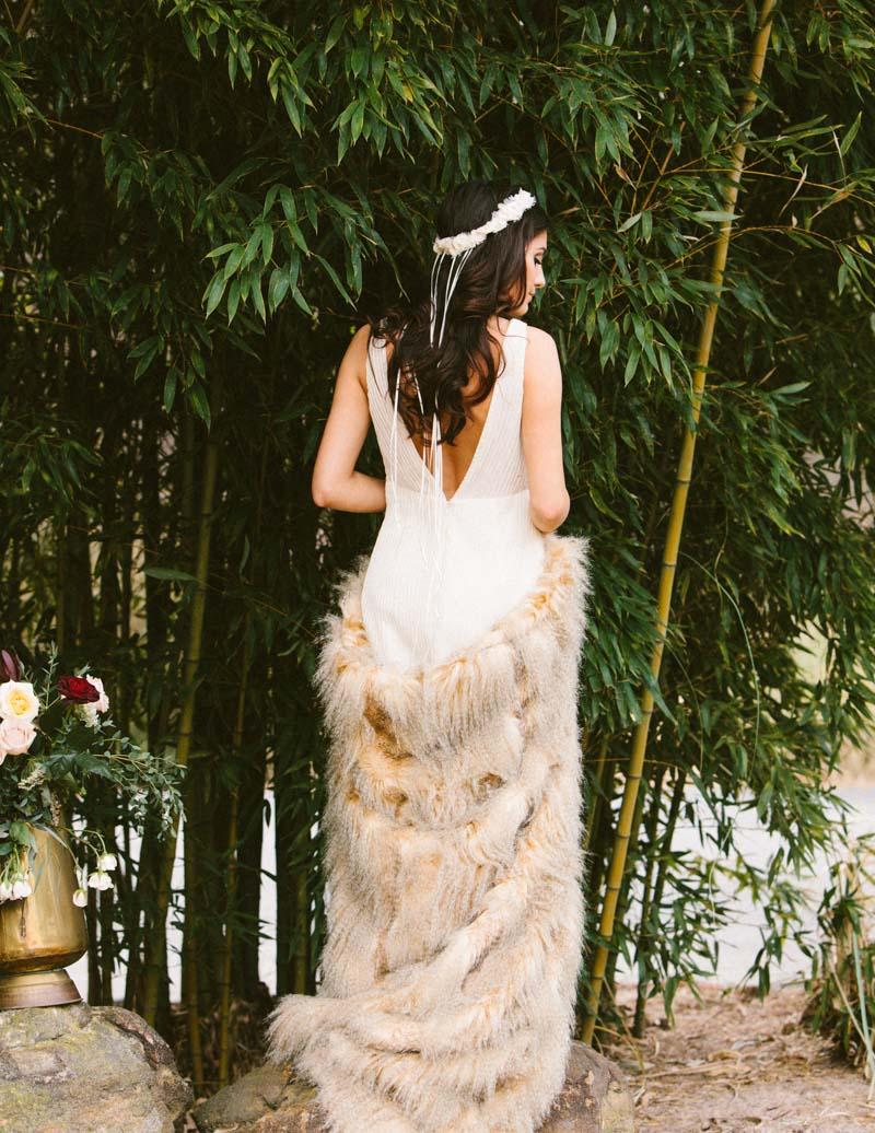 rusticfeatherinpired-bride
