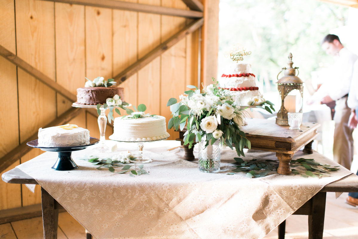 southernweddingassortedweddingcaketable