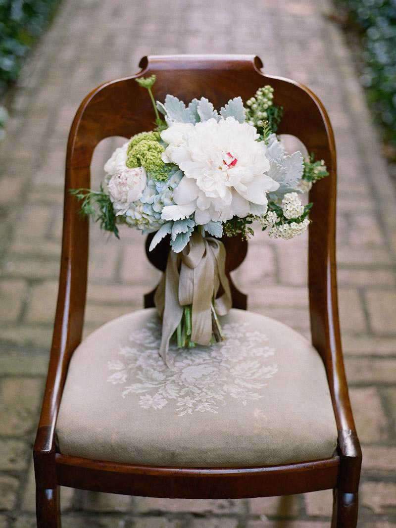 vintagegarden-bouquetchair