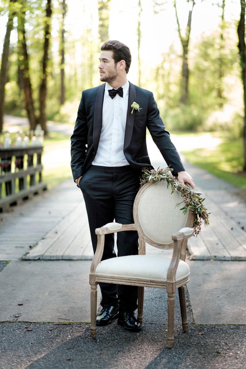 vintageinspiredoutdoor-groom