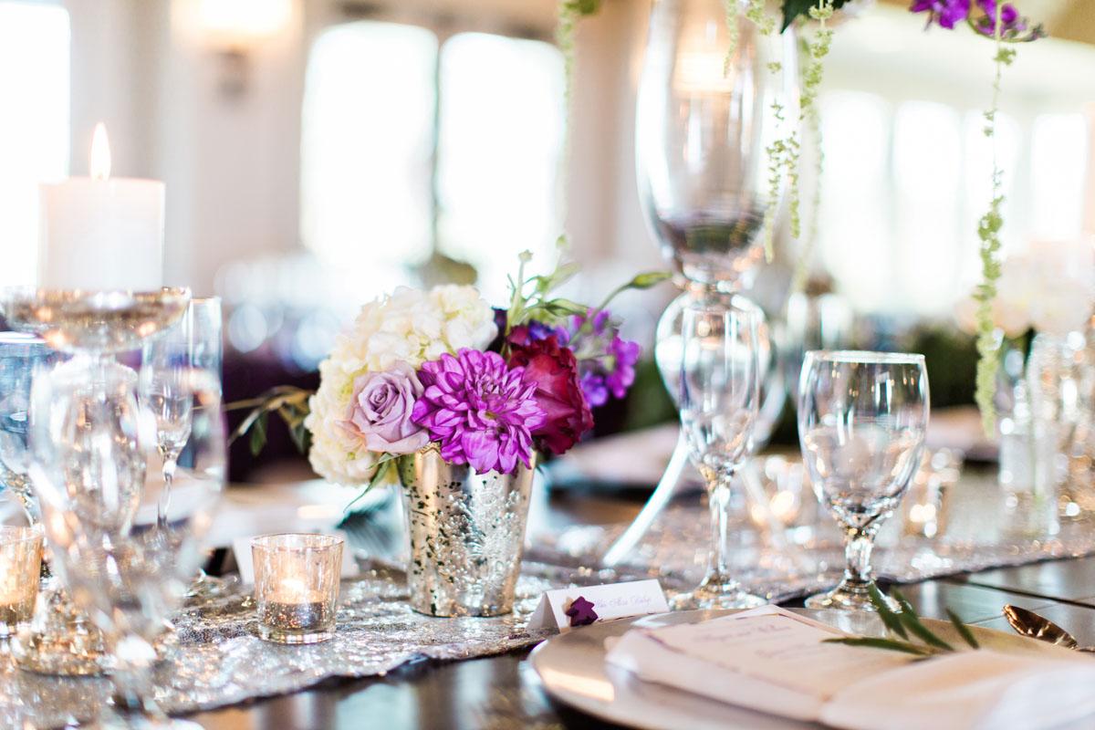 weddingreception-silverpurpletableesetting-purplewhiterosecenterpiece