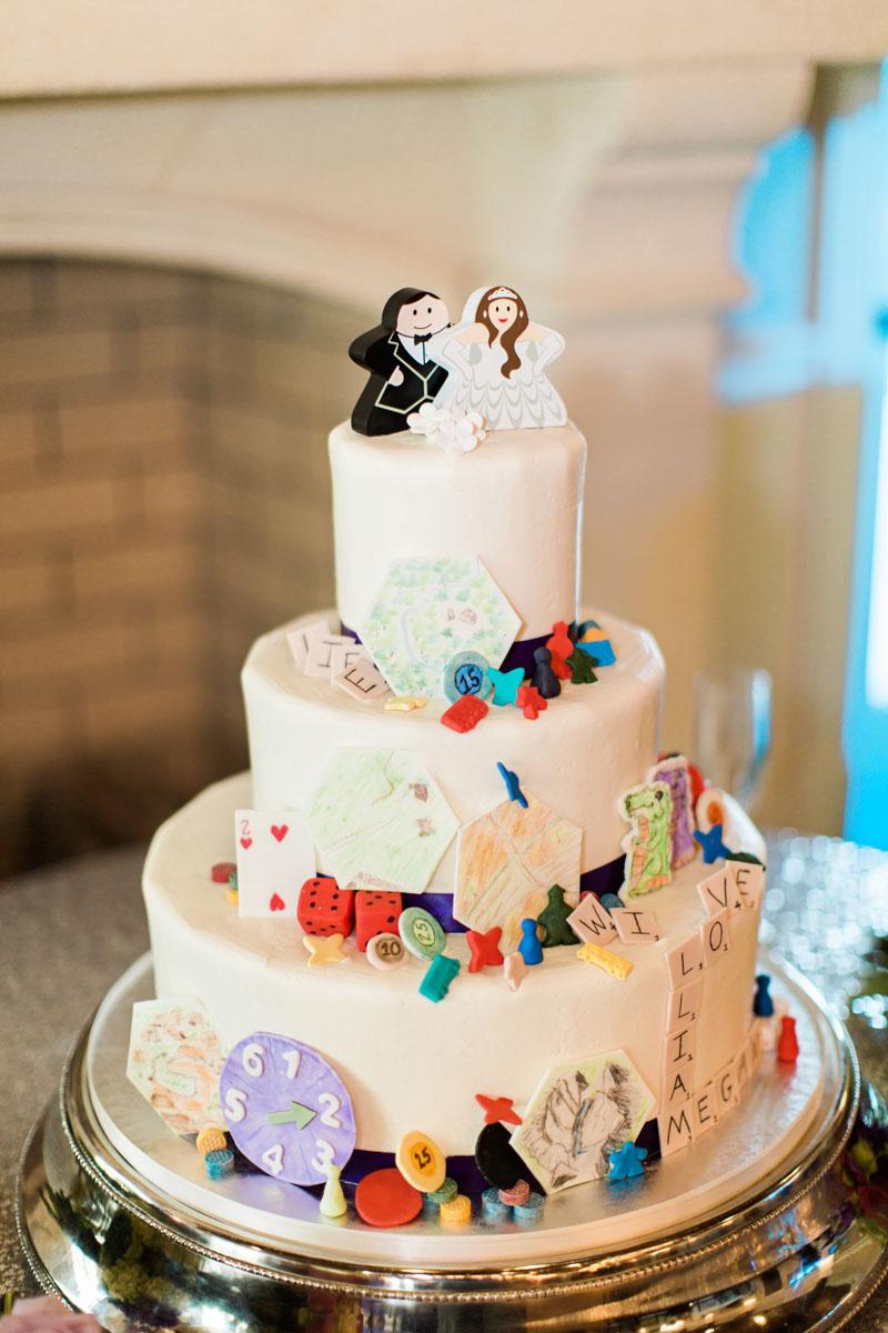 whiteweddingcake-gamepiecedecoration