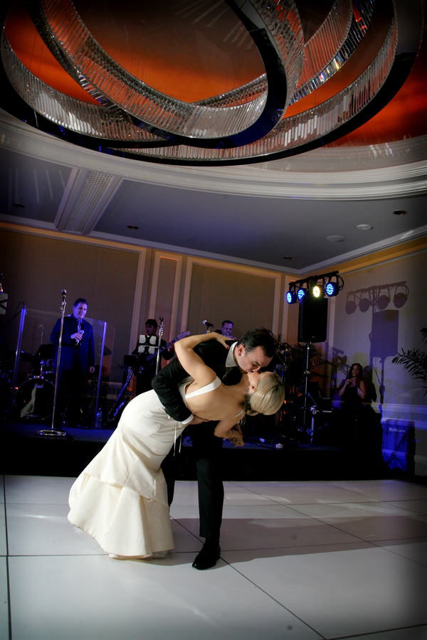 Glam-Fall-Wedding-Reception-First-Dance
