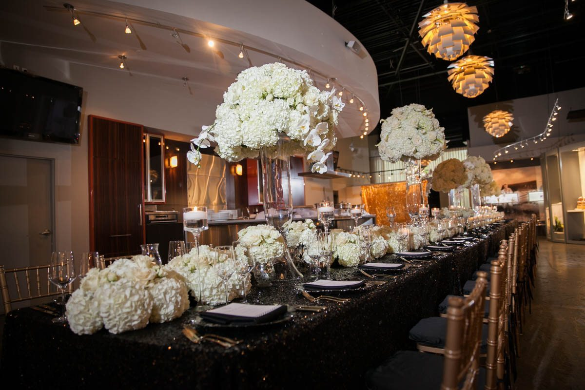 White and Black Party Table Decor
