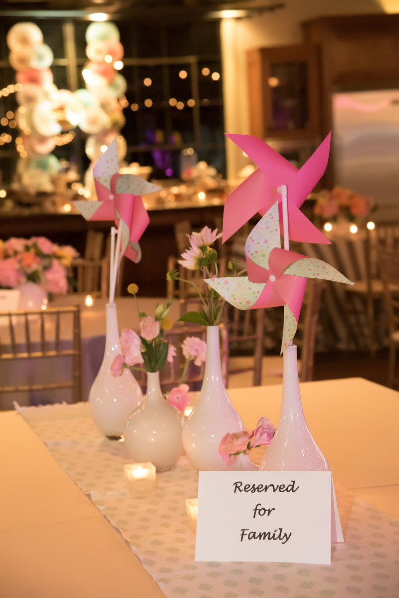 table reservation card with pinwheel and floral center pieces