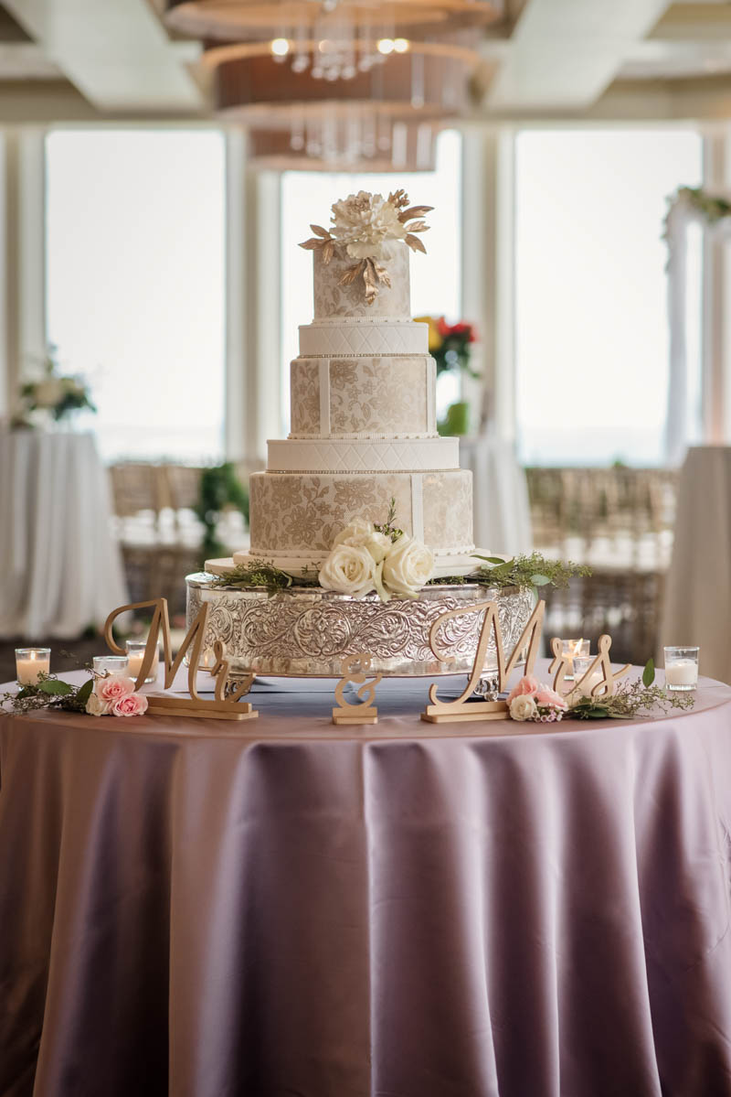 cake-table-at-a-wedding-reception