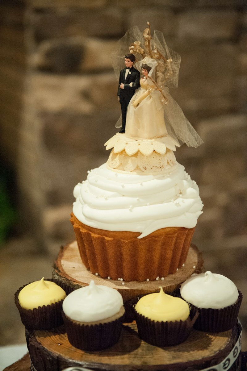 bride and groom cupcake topper